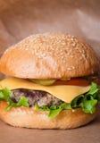 Крупный план классического бургера Стоковое Изображение