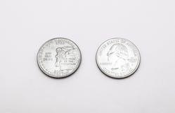 Крупный план к Нью-Хэмпширский символу положения на монетке квартального доллара на белой предпосылке Стоковые Фотографии RF