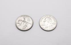 Крупный план к символу положения Делавера на монетке квартального доллара на белой предпосылке Стоковые Изображения RF