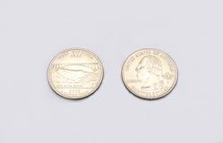 Крупный план к символу положения Западной Вирджинии на монетке квартального доллара на белой предпосылке Стоковые Изображения