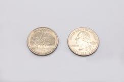 Крупный план к символу положения Коннектикута на монетке квартального доллара на белой предпосылке Стоковая Фотография
