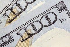 Крупный план макроса долларовой банкноты США 100 Стоковые Изображения