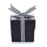 Черная коробка подарка с checkered тесемкой Стоковые Изображения