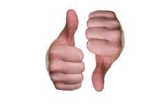 Крупный план мужских рук с одним большим пальцем руки большого пальца руки поднимающим вверх и одним вниз Стоковое Изображение