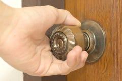 Крупный план мужской ручки двери отверстия руки Стоковое фото RF