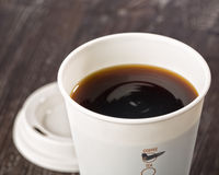 Крупный план на вынос кофейной чашки Стоковое Фото