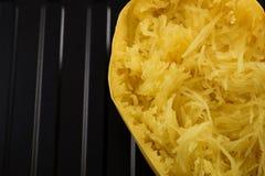 Крупный план на зажаренном в духовке сквоше спагетти стоковая фотография