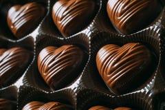 Крупный план на коробке в форме сердц шоколада Стоковые Фото