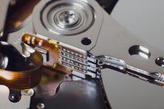Крупный план открытого жесткого диска компьютера Стоковые Фото