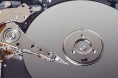 Крупный план открытого жесткого диска компьютера Стоковое фото RF