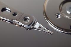Крупный план открытого жесткого диска компьютера Стоковая Фотография