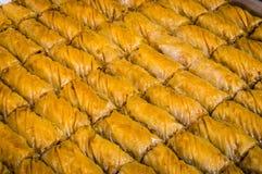 Крупный план очень вкусной традиционной турецкой бахлавы десерта с грецким орехом Стоковые Изображения