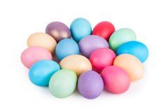 Крупный план пасхальных яя на белизне Стоковое Изображение RF