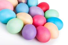 Крупный план пасхальных яя на белизне Стоковая Фотография RF