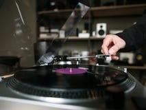 Крупный план показателя винила Ретро музыкальный магазин Стоковые Фотографии RF
