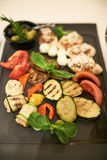 Крупный план подготовленных чеснока и овощей Стоковые Изображения