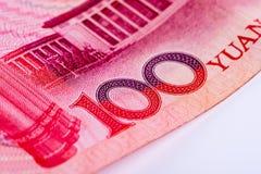 Крупный план примечания юаней китайца 100 RMB, фокусируя на тексте Стоковая Фотография