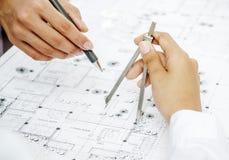 Крупный план рук архитектора Стоковые Фото