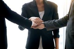 Крупный план рук кучи предпринимателей Стоковые Фото