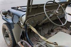 Крупный план рулевого колеса военного транспортного средства Стоковая Фотография RF