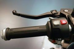 Крупный план рулевого колеса мотоцикла Стоковое Изображение RF