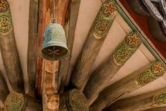 Крупный план старого латунного колокола Стоковые Фотографии RF