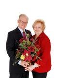 Крупный план старших пар с цветками стоковое фото