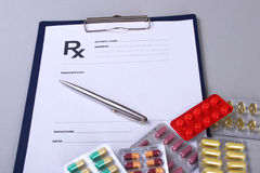 Крупный план стетоскопа, ручка на рецепте rx Стоковое Фото