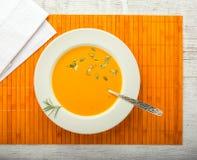Крупный план супа тыквы cream стоковые изображения