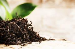 Крупный план сухого черного чая Стоковые Изображения RF