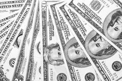Крупный план счетов доллара США/черно-белое фото Стоковое фото RF