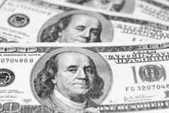 Крупный план счетов доллара США/черно-белое фото Стоковые Изображения RF