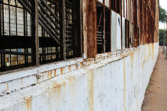 Крупный план сломанного вне окна стоковые фотографии rf