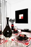 Крупный план украшения обеденного стола, интерьер роскошного дома Стоковая Фотография