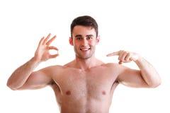 Крупный план усмехаясь человека держа пилюльки Стоковое Изображение RF