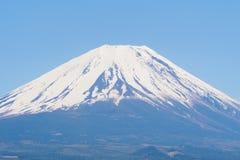 Крупный план ФУДЗИ горы с славным ясным голубым небом Стоковое Изображение RF