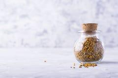 Крупный план цветня пчелы Стоковые Фото