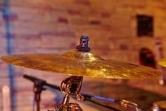 Крупный план цимбалы с комплектом барабанчика Стоковая Фотография