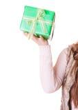 Крупный план человеческой персоны с подарком коробки День рождения Стоковое Изображение