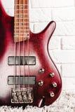 Крупный план электрической гитары Rosewood басовый Стоковые Изображения