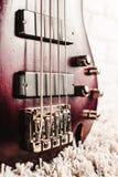 Крупный план электрической гитары Rosewood басовый Стоковое Фото