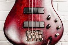 Крупный план электрической гитары Rosewood басовый Стоковая Фотография