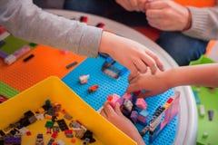 Крупный план children& x27; руки s Стоковое Фото