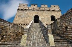 Крутая лестница, который нужно возвышаться Великой Китайской Стены Китая стоковые фотографии rf
