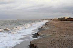 Крутое Cliffing на пляже Стоковая Фотография RF