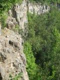 Крутые скалы скалолазания Стоковые Изображения