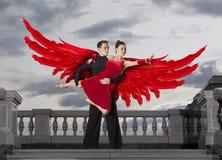Крыла Анджела Пары танцоров танцуя бальный зал Стоковое фото RF