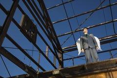 крыла бизнесмена ангела нося Стоковое фото RF