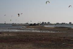 Крыла в серферах неба на воде Стоковое Фото