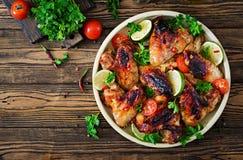 Крыла цыпленка барбекю в сладостно кислом соусе Пикник стоковые изображения rf